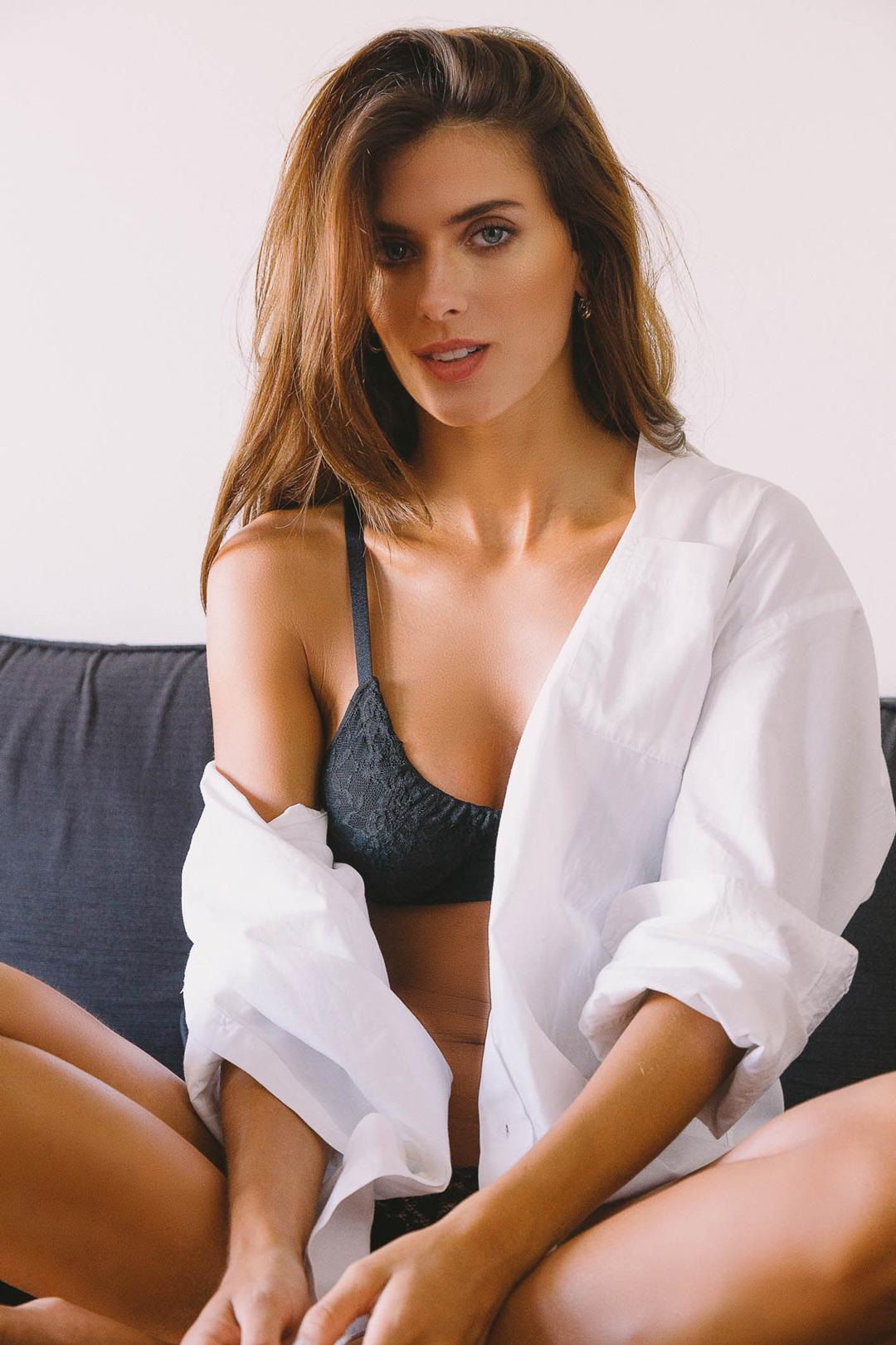 Fotografia modelo Donna ropa interior